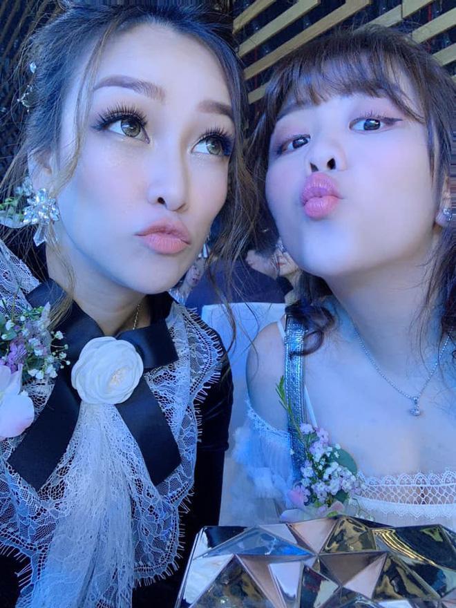 Khoe ảnh sương sương ở đám cưới con gái, vợ cả Minh Nhựa  gây bất ngờ bởi ngoại hình trẻ đẹp-3