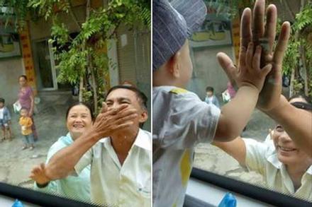 Xúc động hình ảnh ông bà ngoại bịn rịn chia tay cháu qua cửa kính ôtô làm ai lấy chồng xa đều rơi nước mắt