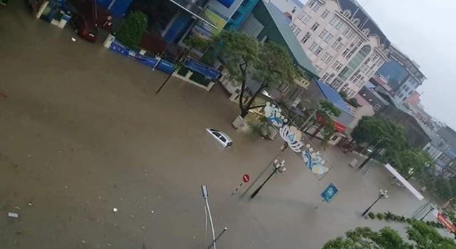 Cộng đồng mạng xót xa chia sẻ hình ảnh TP Thái Nguyên ngập nặng sau trận mưa lớn-6