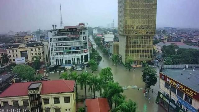 Cộng đồng mạng xót xa chia sẻ hình ảnh TP Thái Nguyên ngập nặng sau trận mưa lớn-7