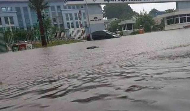 Cộng đồng mạng xót xa chia sẻ hình ảnh TP Thái Nguyên ngập nặng sau trận mưa lớn-8