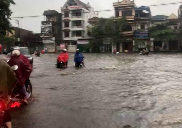 Cộng đồng mạng xót xa chia sẻ hình ảnh TP Thái Nguyên ngập nặng sau trận mưa lớn-9