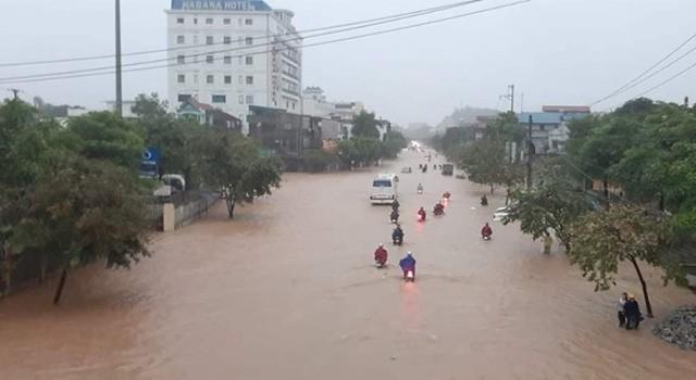 Cộng đồng mạng xót xa chia sẻ hình ảnh TP Thái Nguyên ngập nặng sau trận mưa lớn-10