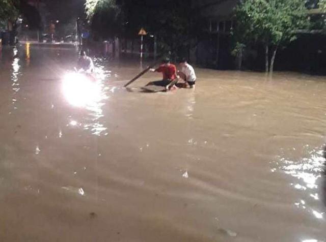 Cộng đồng mạng xót xa chia sẻ hình ảnh TP Thái Nguyên ngập nặng sau trận mưa lớn-13