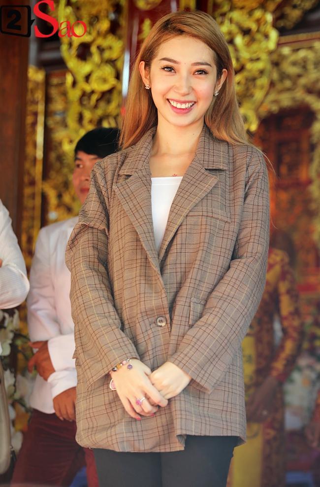 VZN News: Trấn Thành, Hồ Ngọc Hà và dàn sao Việt tấp nập dâng hương tại nhà thờ Tổ của Hoài Linh-10