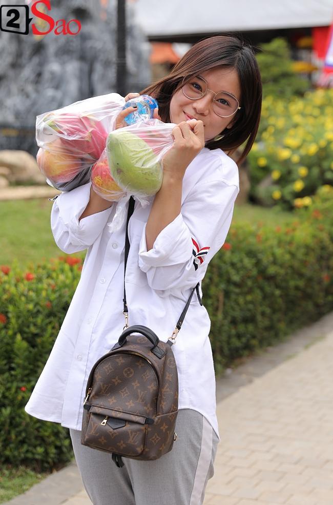 VZN News: Trấn Thành, Hồ Ngọc Hà và dàn sao Việt tấp nập dâng hương tại nhà thờ Tổ của Hoài Linh-14