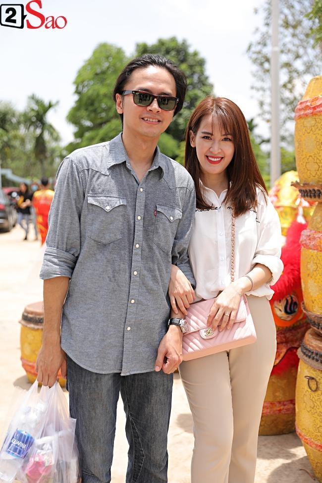 VZN News: Trấn Thành, Hồ Ngọc Hà và dàn sao Việt tấp nập dâng hương tại nhà thờ Tổ của Hoài Linh-16