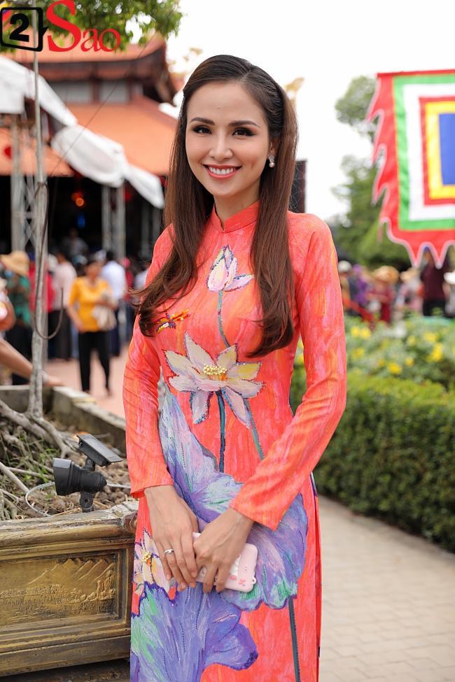 VZN News: Trấn Thành, Hồ Ngọc Hà và dàn sao Việt tấp nập dâng hương tại nhà thờ Tổ của Hoài Linh-21