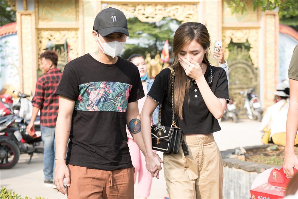 VZN News: Trấn Thành, Hồ Ngọc Hà và dàn sao Việt tấp nập dâng hương tại nhà thờ Tổ của Hoài Linh-2