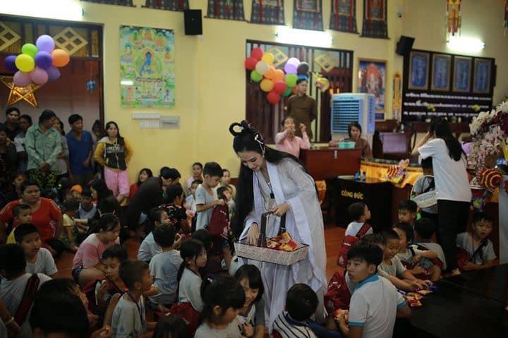 VZN News: Nhan sắc Angela Phương Trinh được so sánh với chị Hằng nhưng antifan vẫn soi vào chiếc mũi chẳng khác nào Đát Kỷ-9