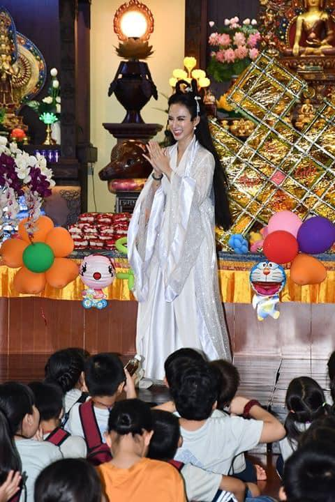 VZN News: Nhan sắc Angela Phương Trinh được so sánh với chị Hằng nhưng antifan vẫn soi vào chiếc mũi chẳng khác nào Đát Kỷ-3