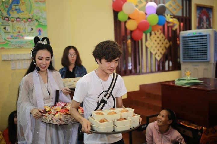 VZN News: Nhan sắc Angela Phương Trinh được so sánh với chị Hằng nhưng antifan vẫn soi vào chiếc mũi chẳng khác nào Đát Kỷ-8