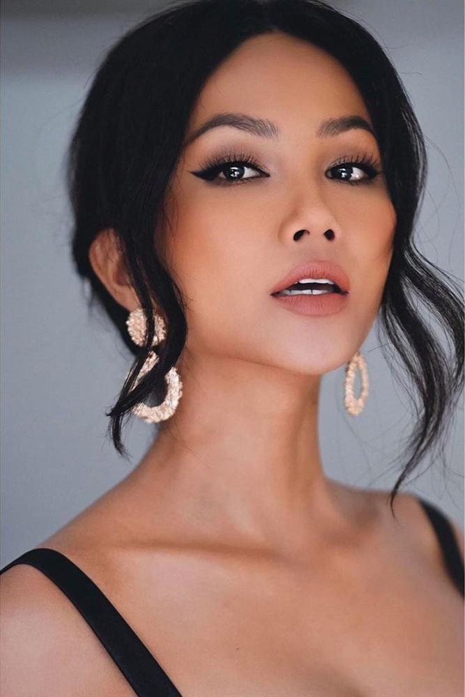 Bản tin Hoa hậu Hoàn vũ 10/9: HHen Niê khoe nhan sắc đẹp nhất thế giới giữa rừng mỹ nữ-1