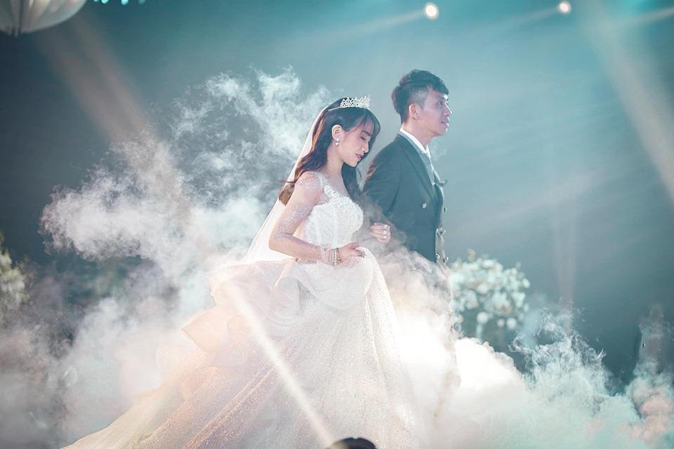 Dì hai Mina giải thích chuyện không có mặt ở đám cưới con riêng Minh Nhựa làm nhiều người khó hiểu-1