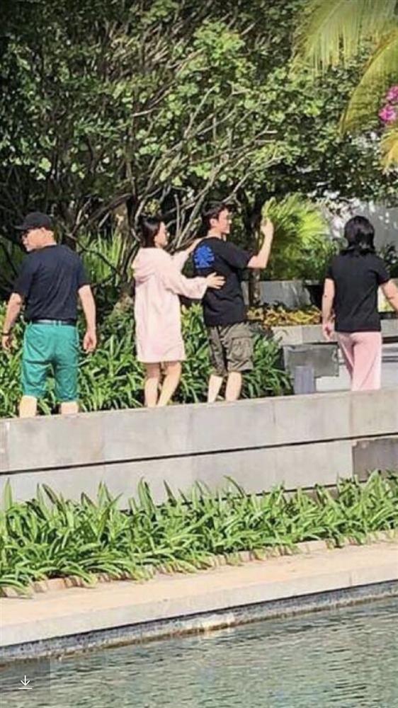 VZN News: Vợ chồng Triệu Lệ Dĩnh - Phùng Thiệu Phong hẹn hò tình tứ giữa tin đồn ly hôn-2