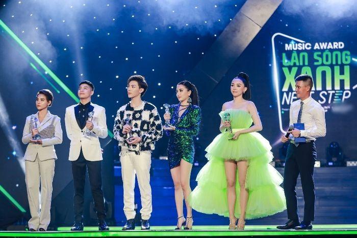 VZN News: Giải thưởng thế nào mới thỏa mãn được sao Việt?-1