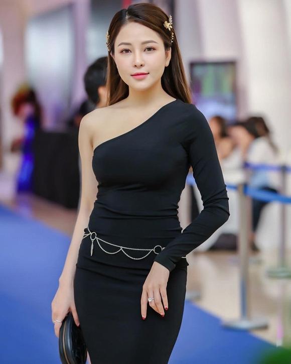 Bất ngờ với ngoại hình tăng cân, da mặt sần sùi của hot girl Trâm Anh sau 5 tháng lộ clip nóng-1