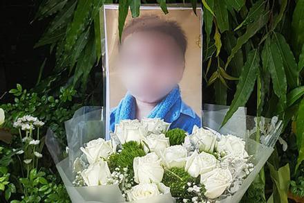 Vụ bé trai 6 tuổi trường Gateway tử vong: Tại sao lại hoãn buổi thực nghiệm điều tra lần 2?