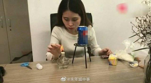 Bắt chước thánh ăn văn phòng làm bỏng ngô bằng lon nước, bé gái bỏng nghiêm trọng rồi tử vong-1