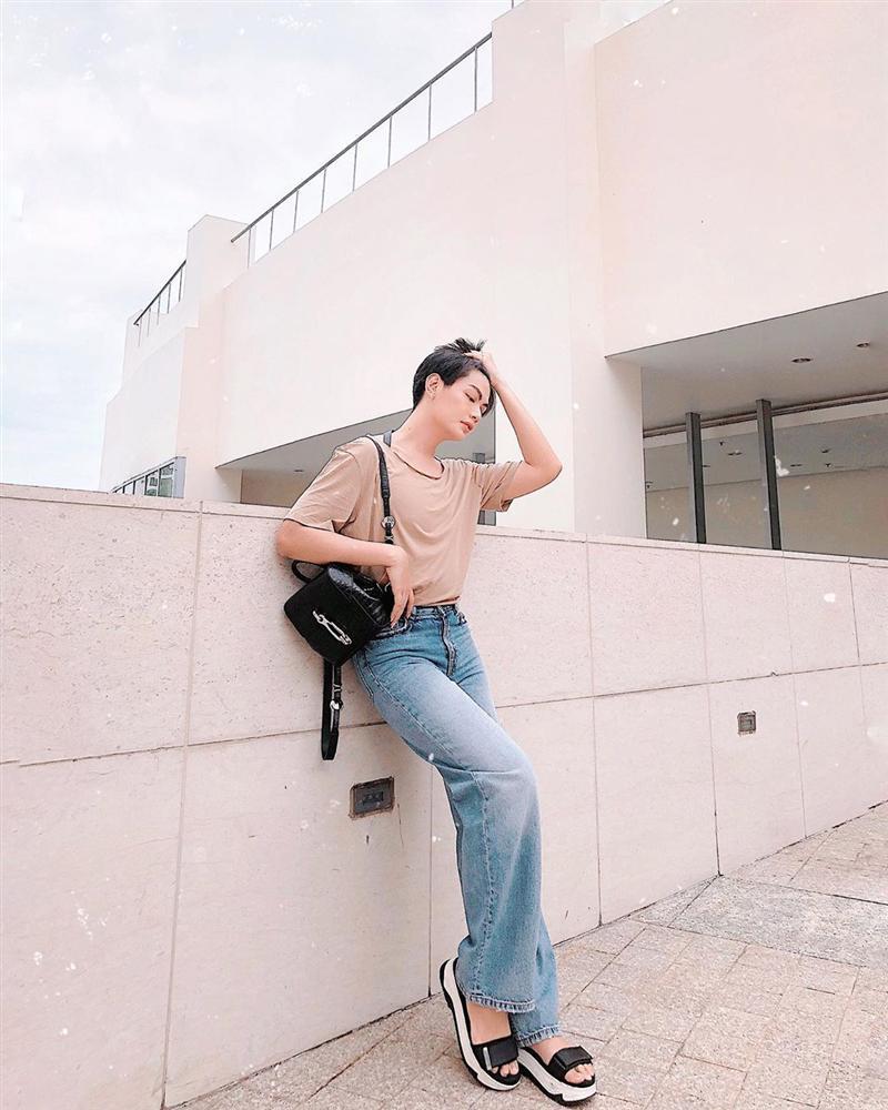 Đào Bá Lộc học hội chị em cách hack chân dài trông như cao m8 với chiếc quần jeans ống rộng-1