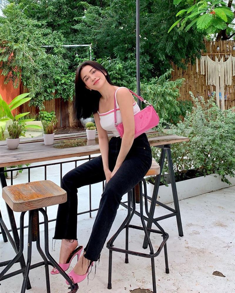 Đào Bá Lộc học hội chị em cách hack chân dài trông như cao m8 với chiếc quần jeans ống rộng-3