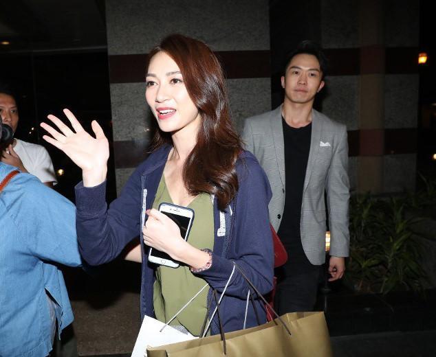 Vừa đăng quang, Tân Hoa hậu Hong Kong bị tố cặp với đàn ông có vợ-2