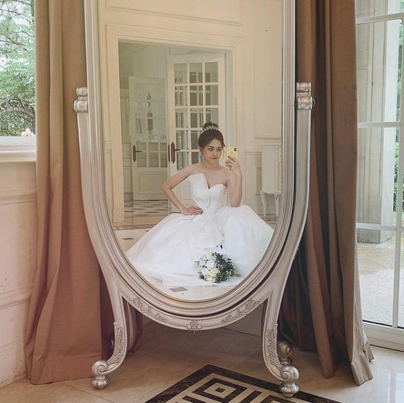 VZN News: Á hậu Phương Nga đăng ảnh diện váy cưới xinh ngút ngàn, fan rần rần hối thúc Bình An chuyện cưới xin-1