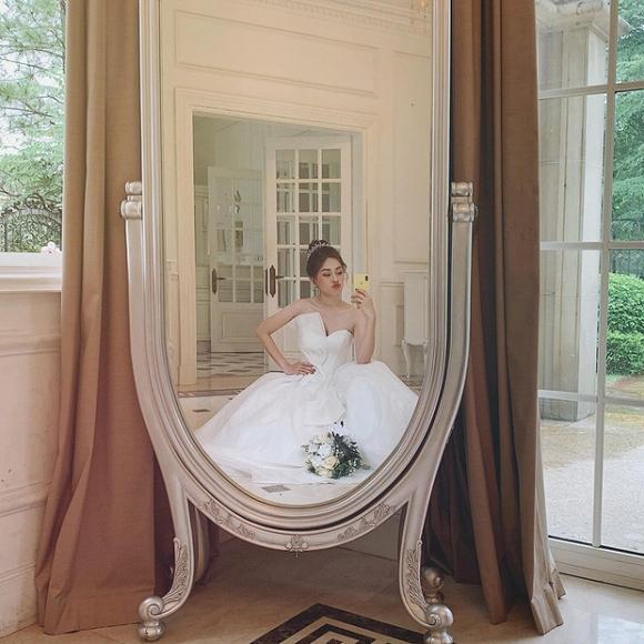 VZN News: Á hậu Phương Nga đăng ảnh diện váy cưới xinh ngút ngàn, fan rần rần hối thúc Bình An chuyện cưới xin-2