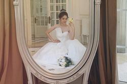 Á hậu Phương Nga đăng ảnh diện váy cưới xinh ngút ngàn, fan rần rần hối thúc Bình An chuyện cưới xin