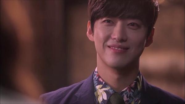 [K-Drama]: Actors have creepy smiles on Korean screens