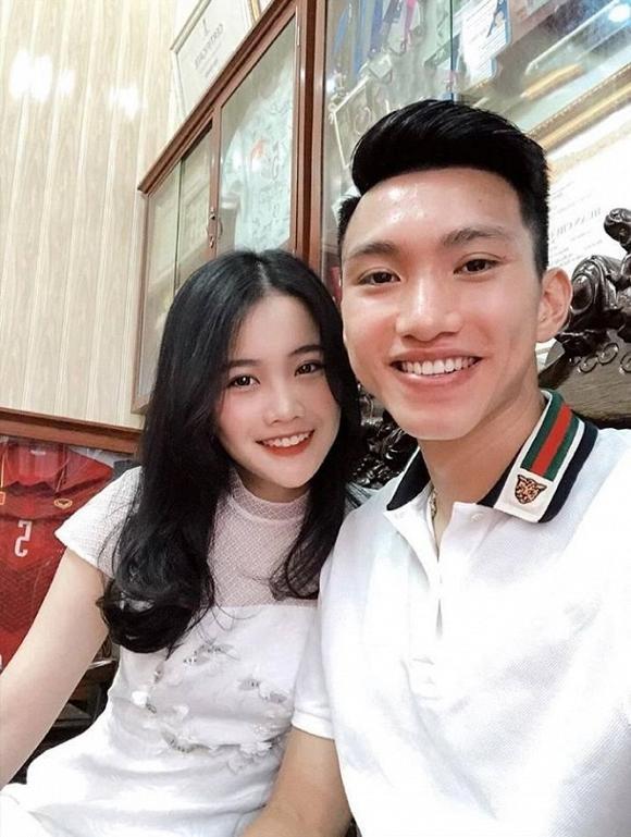 Sau Nhật Lê - Quang Hải, fans chỉ ra bằng chứng tình đẹp của Văn Hậu và bạn gái hot girl rạn nứt?-6