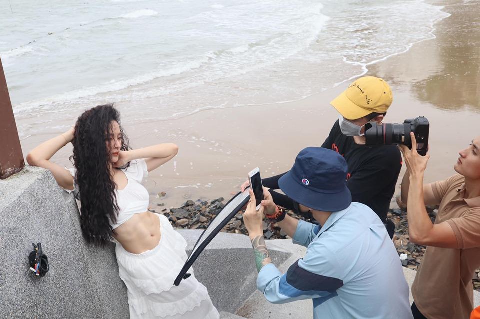 VZN News: Angela Phương Trinh khoe bụng 6 múi cuồn cuộn khiến VĐV thể hình số 1 Việt Nam trầm trồ-3