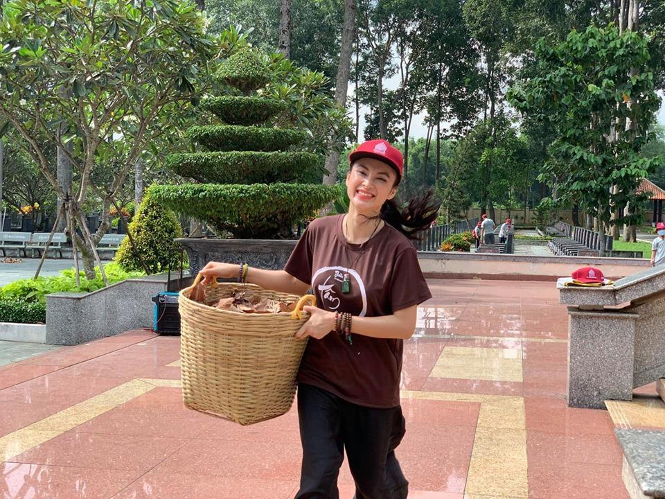 VZN News: Angela Phương Trinh khoe bụng 6 múi cuồn cuộn khiến VĐV thể hình số 1 Việt Nam trầm trồ-1