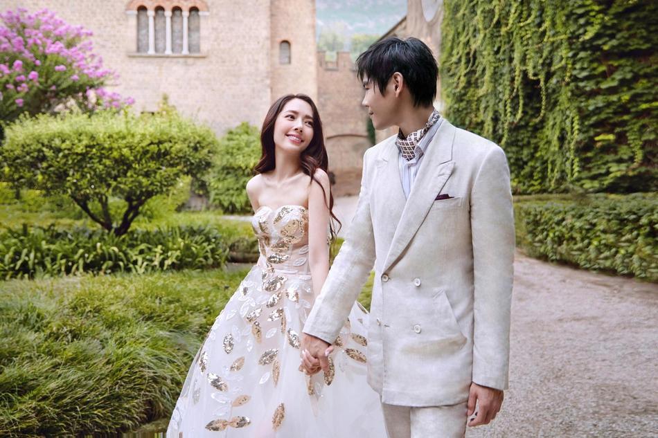 VZN News: Trọn bộ ảnh cưới ngọt ngào của con trai ông trùm Hướng Hoa Cường và mỹ nhân Tiểu thời đại-4