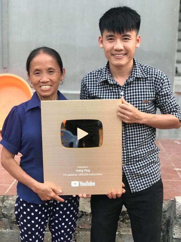 Con trai bà Tân Vlog lên tiếng khi bị tố gian dối trong clip làm bánh bông lan-2