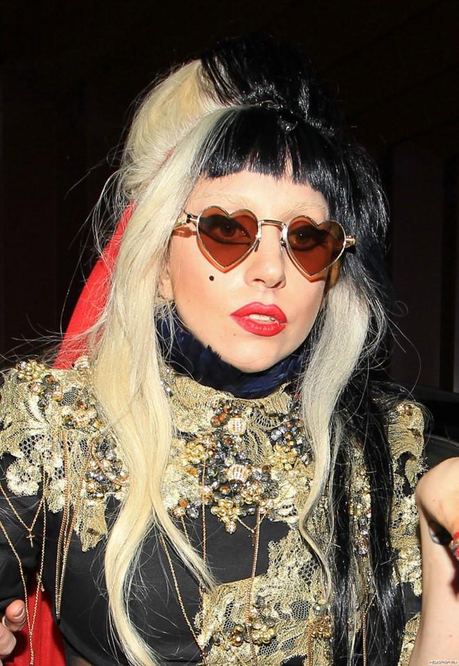 Lady Gaga mặc đồ style Trung Quốc, xuất hiện trên sàn catwalk?-2