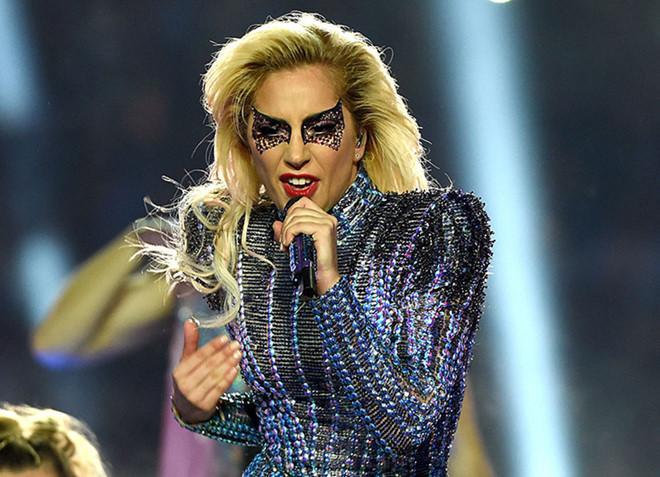 Lady Gaga mặc đồ style Trung Quốc, xuất hiện trên sàn catwalk?-4