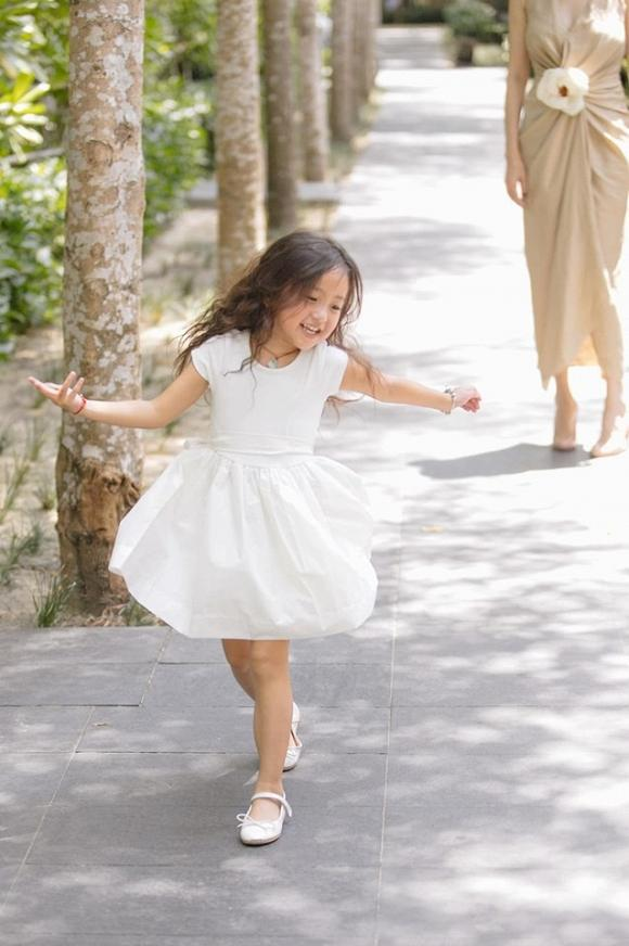 Con gái 4 tuổi của Hà Kiều Anh khiến fan tan chảy vì sở hữu nét Hoa hậu của mẹ-1