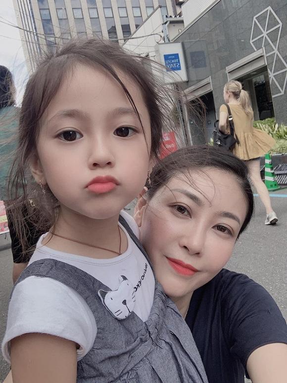 Con gái 4 tuổi của Hà Kiều Anh khiến fan tan chảy vì sở hữu nét Hoa hậu của mẹ-3
