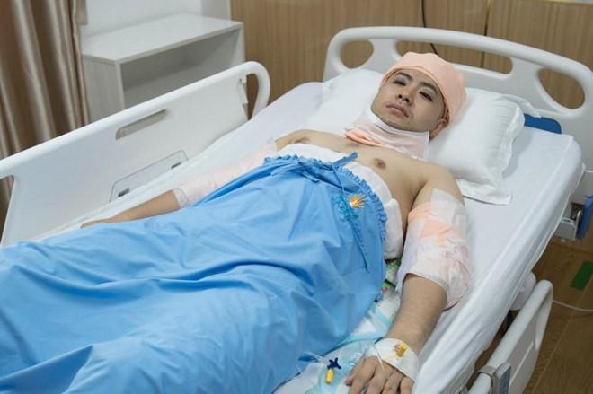 Akira Phan đăng ảnh khoe body đầy vết dao kéo hậu phẫu thuật thẩm mỹ-2