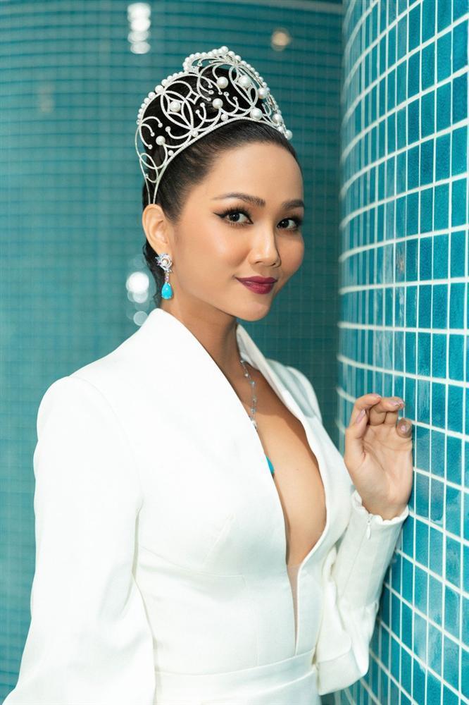 VZN News: Hoa hậu đẹp tự nhiên nhất showbiz Việt HHen Niê bất ngờ vướng nghi án nâng ngực-7
