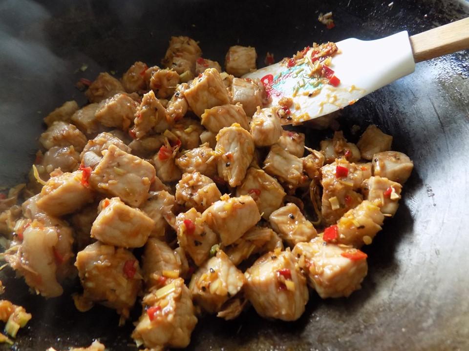 VZN News: Thịt rim mắm ruốc sả ớt đậm đà đưa cơm-5