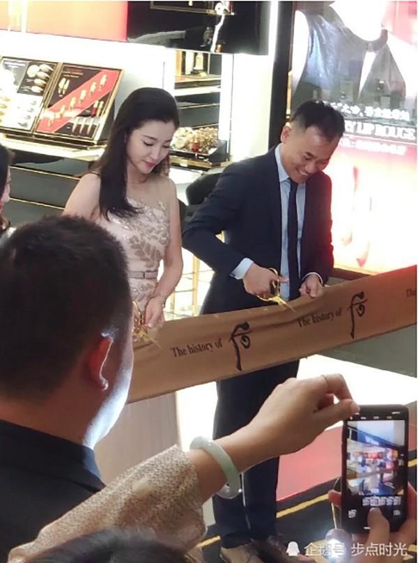 VZN News: Chẳng cần photoshop, U50 Lý Băng Băng đẹp không góc chết qua loạt ảnh cam thường-6