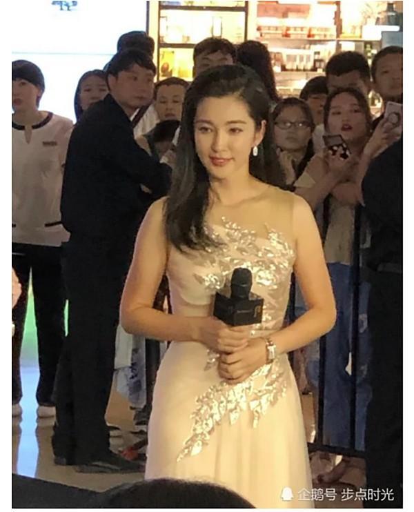VZN News: Chẳng cần photoshop, U50 Lý Băng Băng đẹp không góc chết qua loạt ảnh cam thường-4