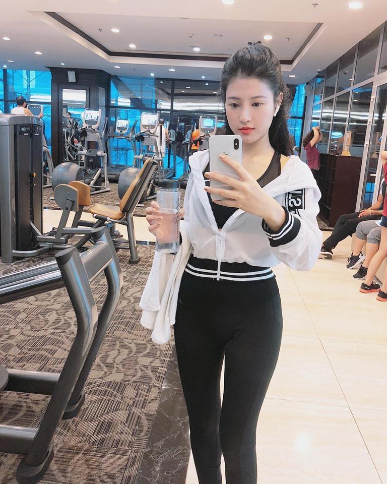 VZN News: Quên không dùng app chỉnh ảnh, em gái Huyền Baby để lộ gương mặt ngày càng khác lạ-4