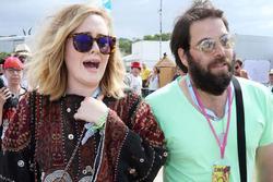Adele đệ đơn ly hôn