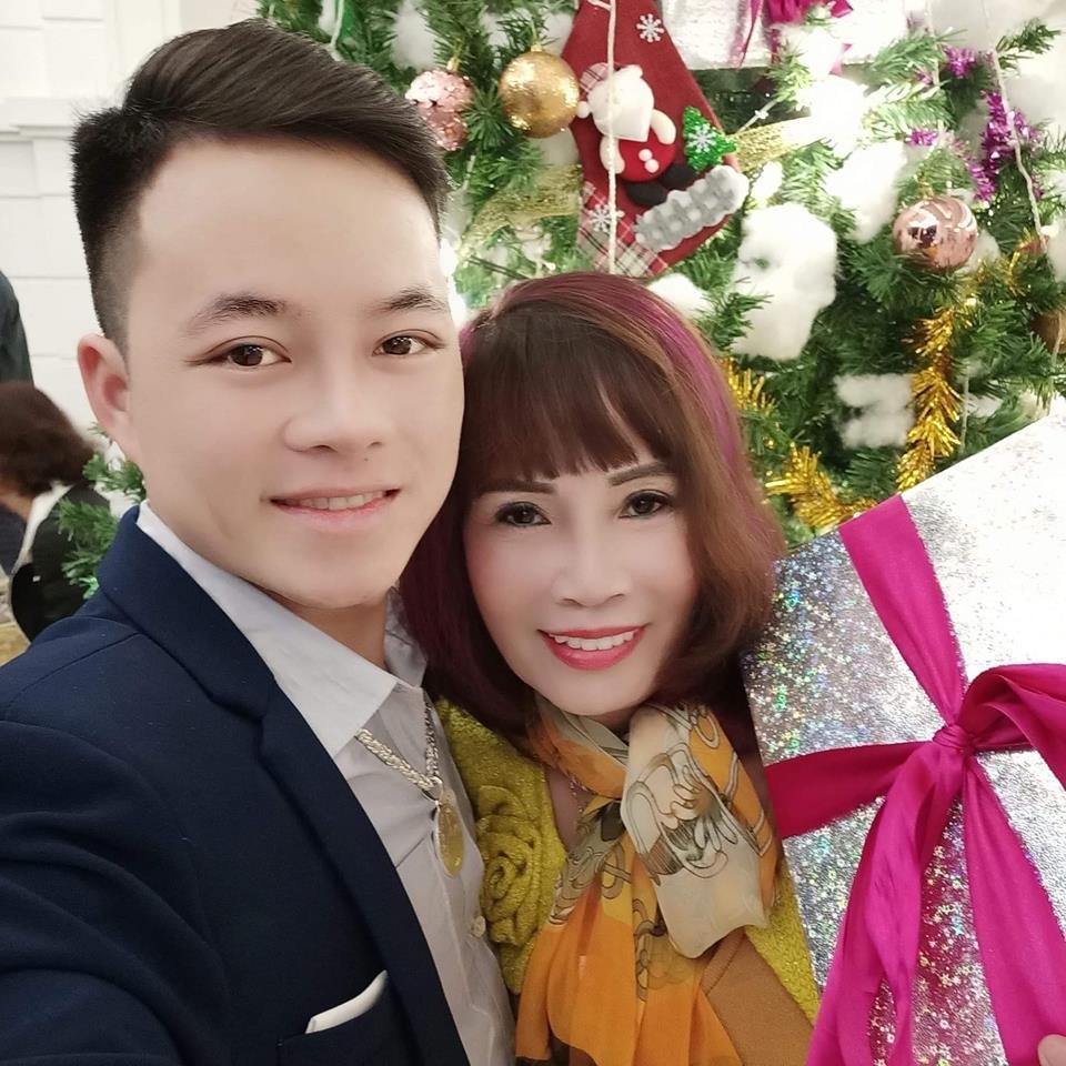 Chồng 27 tuổi xập xệ không nhận ra, cô dâu 62 tuổi ở Cao Bằng bị chỉ trích: Dùng chồng như phá-3