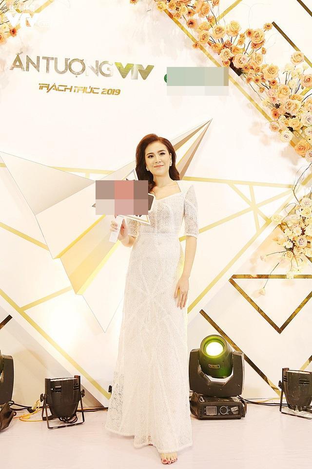 VZN News: SAO MẶC ĐẸP: Chi Pu - Minh Tú - Thanh Hằng đọ sắc trong những gam màu nóng bỏng tay-3