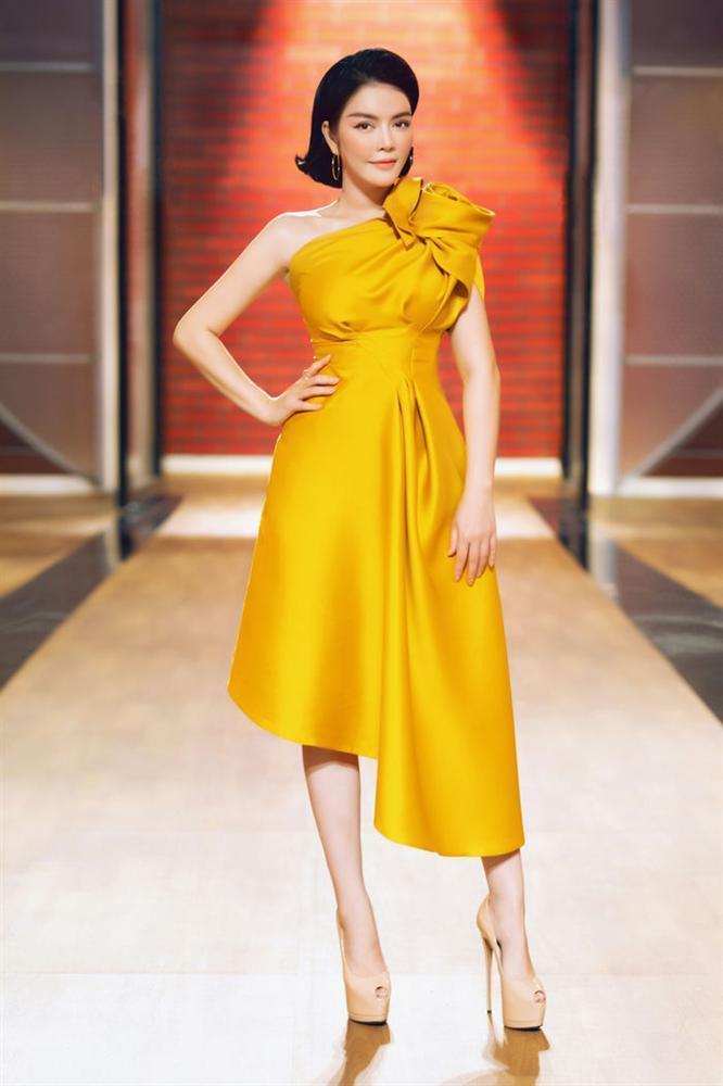VZN News: SAO MẶC ĐẸP: Chi Pu - Minh Tú - Thanh Hằng đọ sắc trong những gam màu nóng bỏng tay-5