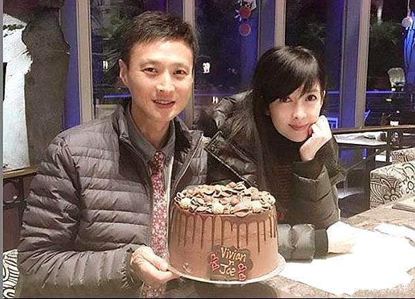 VZN News: Châu Huệ Mẫn đăng ảnh chơi trung thu cùng chồng, chẳng ai biết người đẹp đã 52 tuổi!-4